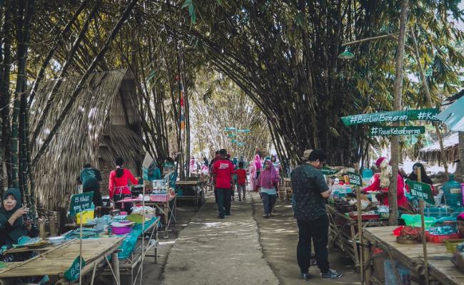 Tempat makan bernuansa alam